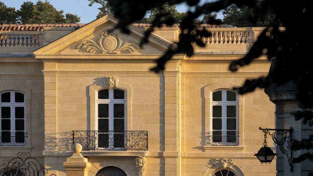 2048x1536-fit_facade-grande-maison-restaurant-gastronomique-bernard-magrez-joel-robuchon-bordeaux