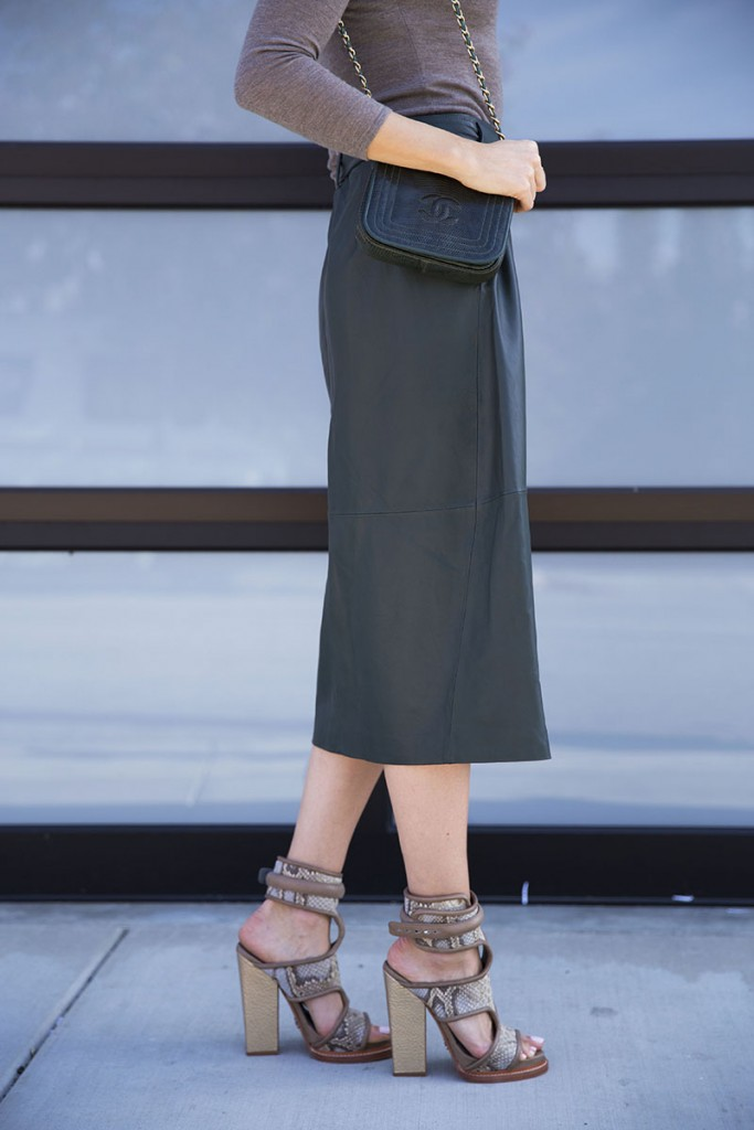 louise-roe-how-to-style-a-midi-skirt-la-streetstyle-front-roe-fashion-blog-7