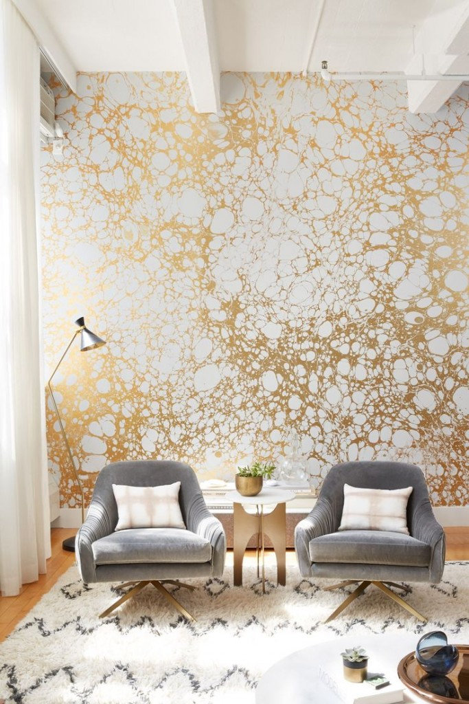 d95fddf20557cdc9b92a3bbd241edfb4--gold-wallpaper-living-room-wallpaper-gold
