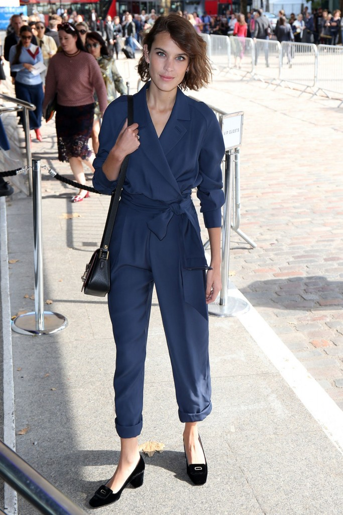 fashion-2015-09-london-fashion-week-fall-street-style-outfit-ideas-jumpsuit-block-heels-main